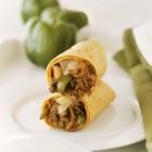 Wrap à l'effiloché de bœuf, champignons, poivrons et oignons